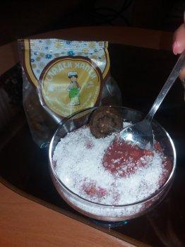 Добавка кокос към зравословен сладолед със Сладки Хапки