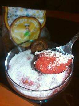 Добавка на кокос към зравословен сладолед със Сладки Хапки